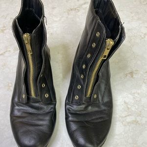 Kenneth Cole black zip boots